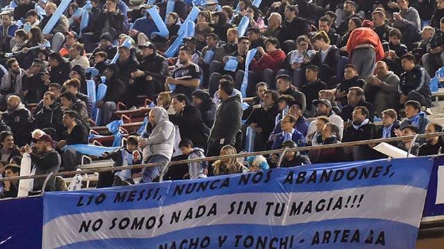 Los hinchas argentinos colmaron la Bombonera para alentar a la Selección.