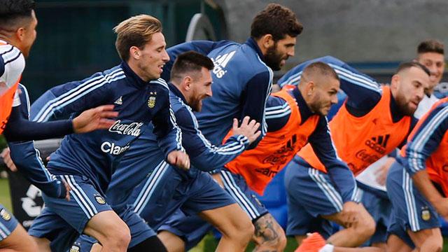 Argentina recibe a Perú en una instancia crucial.
