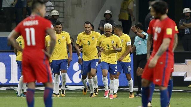Brasil goleó a Chile y lo dejó sin Mundial.