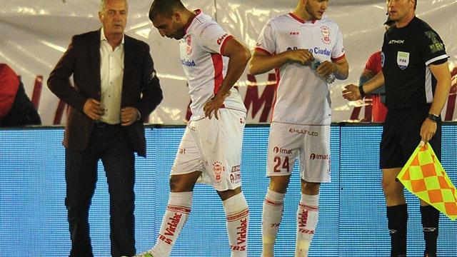 Otro problema para Boca: Wanchope Ábila salió lesionado