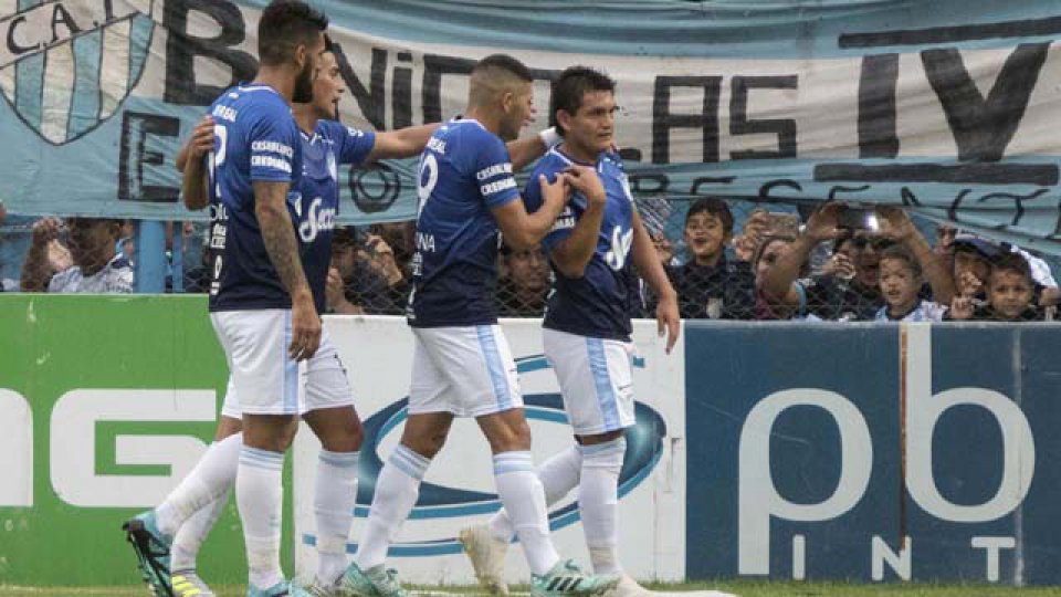 Atlético Tucumán venció como local a San Martín.