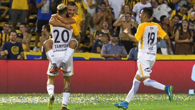 Central aplastó a Olimpo en Rosario y pelea por entrar a las copas