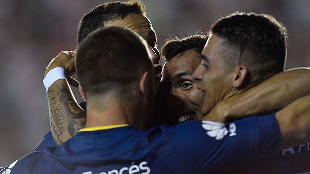 Con gol de Tevez, Boca superó a Banfield y estiró la diferencia en la punta