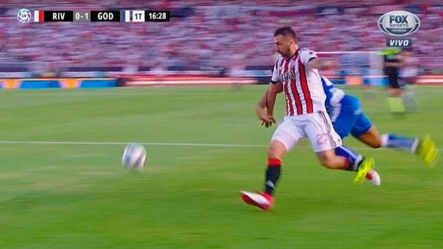 Video: Las jugadas polémicas que perjudicaron a River ante Godoy Cruz