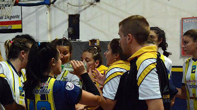 El Amarillo venció al elenco rosarino y se fue del torneo con una sonrisa.