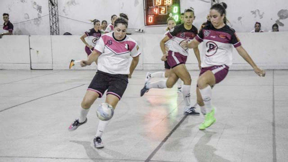 Se juoó una nueva fecha del futsal femenino paranaense.