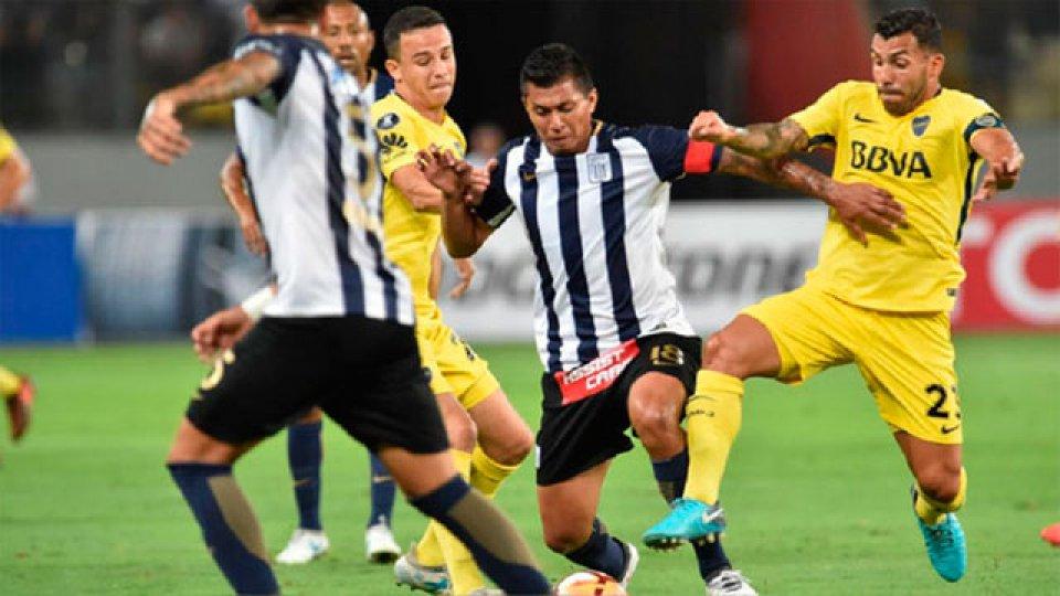 Boca juega un partido clave para sus aspiraciones ante Alianza Lima.