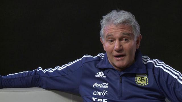 """""""Es bueno que lo sostengan a Holan, no hay magia en el fútbol"""", indicó Burru."""