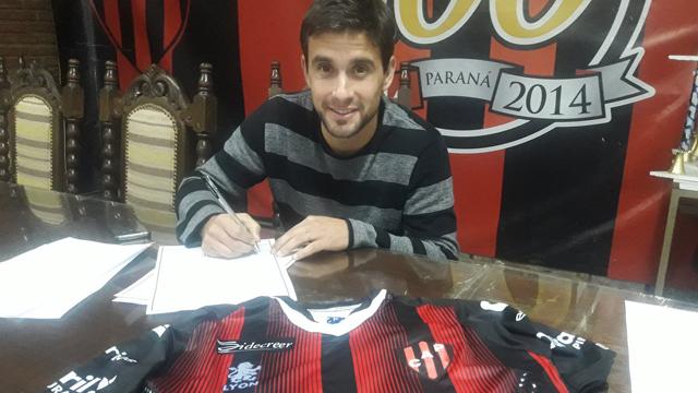 El Sanjua Ceballos firma su contrato para convertirse en jugador del Patrón.
