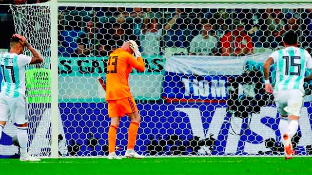 Video: La desafortunada jugada de Willy Caballero que terminó en gol de Croacia