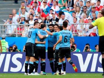 Uruguay goleó a Rusia, terminó puntero en su grupo y espera rival en octavos