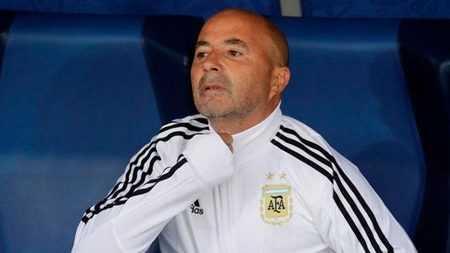 Jorge Sampaoli fue silbado en el estadio de San Petersburgo.