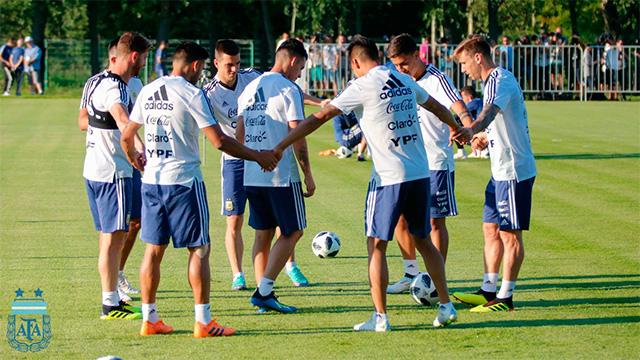 Enzo Pérez se entrenó aparte, pero Argentina repetiría el equipo ante Francia.