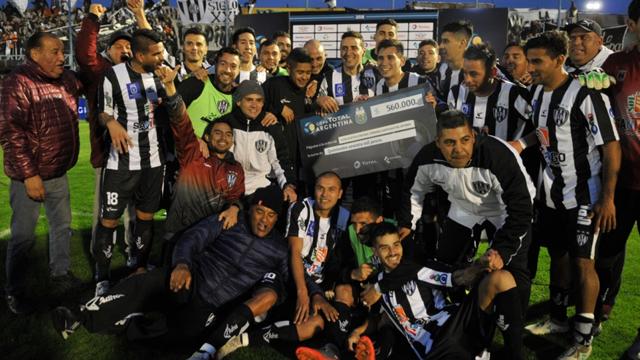 El Ferroviario sigue haciendo historia en la Copa Argentina y está en Cuartos.