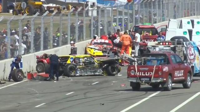 En el 14º giro, un fuerte choque interrumpió la velocidad con bandera roja.