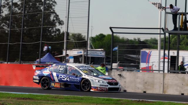 Mariano Werner volvió a la victoria en el Súper TC2000.
