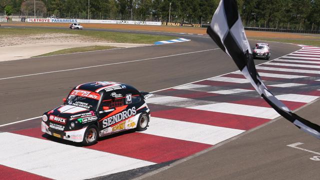 Luciano Sendros ganó de local y está cerca del título.