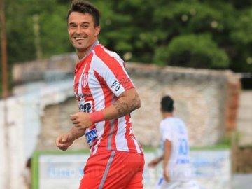 Atlético Paraná bajó al puntero y festejó por primera vez en el Federal A