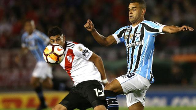 River no pudo ante un duro rival y deberá ganar en la vuelta en Porto Alegre.