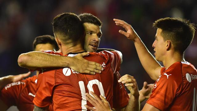 El Rojo aplastó al Santo tucumano y lo complico en los promedios.