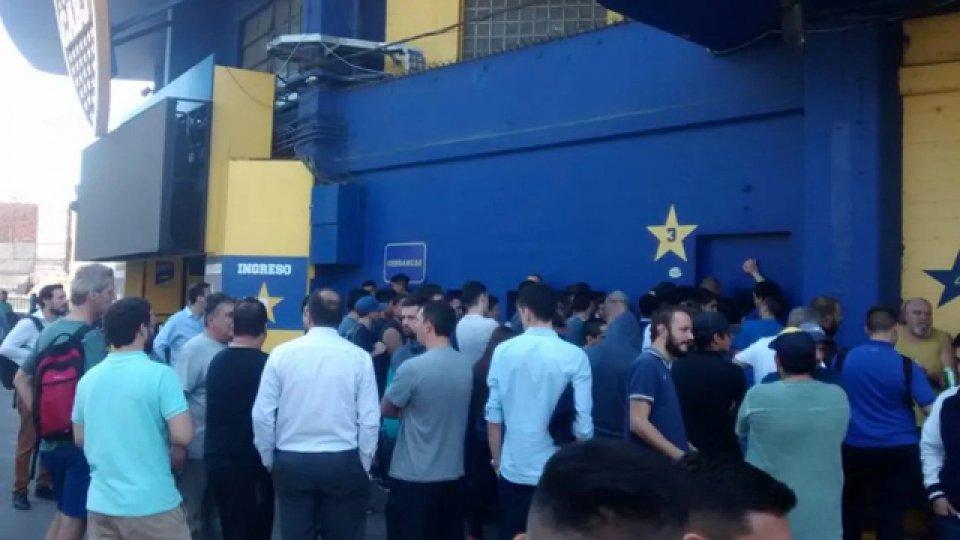 Muchos fanáticos xeneizes no pudieron comprar su ticket.