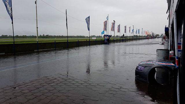 La lluvia complicó la actividad del Top Race en La Plata.