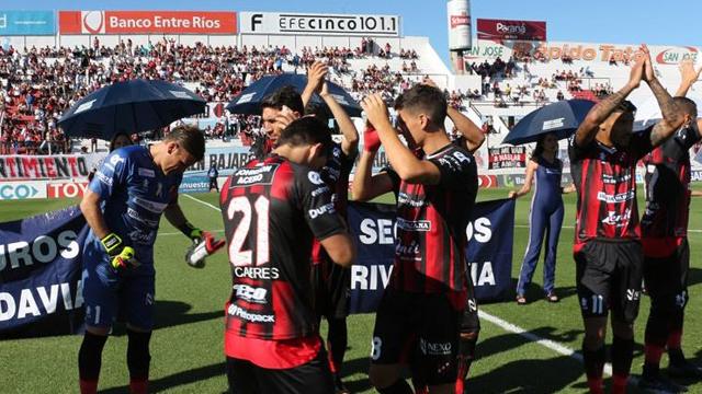 Patronato golpeó rápido y vence a Vélez en el Grella