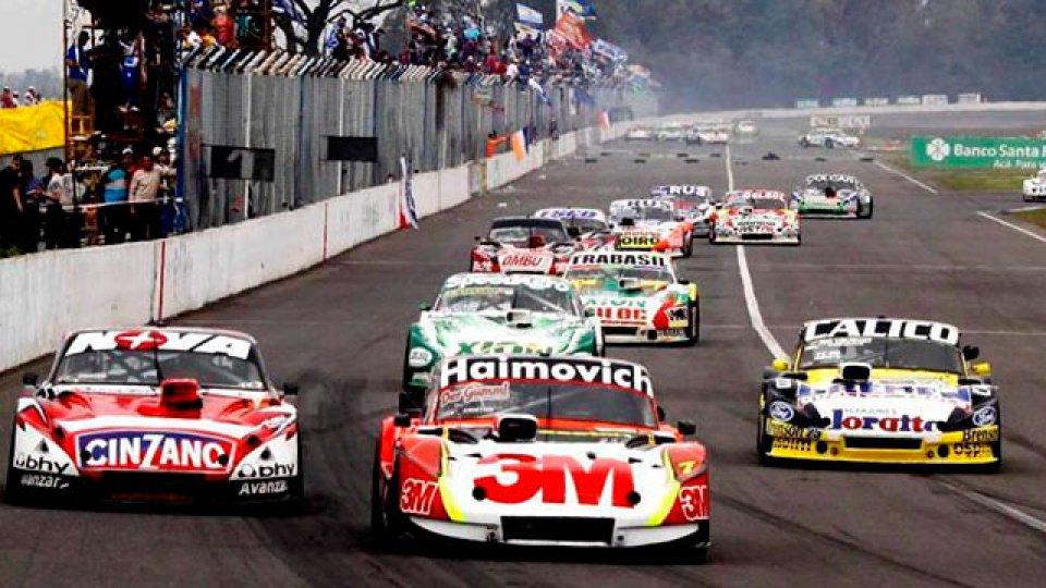 Varios autos de TC se preparan en Aldea Brasilera.