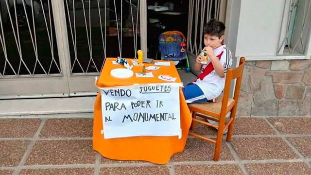 El nene paranaense que puso en venta sus juguetes para poder ir a ver River-Boca