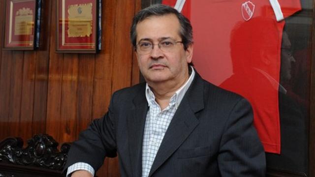 Javier Cantero y el apriete de la barra de Independiente.
