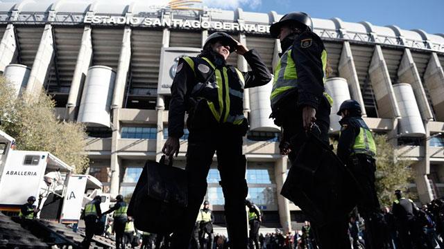 La policía cifra entre 400 y 500 los hinchas