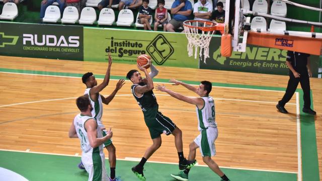 El Verde concordiense perdió ante Obras en Buenos Aires.