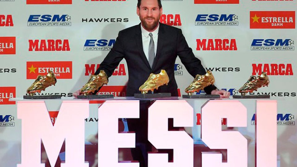 Lionel Messi recibió su quinta Bota de Oro y superó a Cristiano Ronaldo