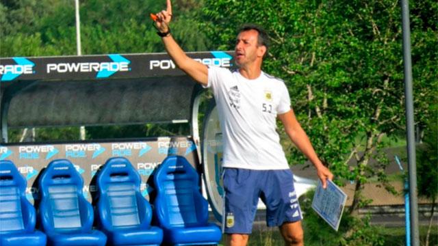 Fernando Batista eligió los futbolistas para el certamen que se jugará en Chile.