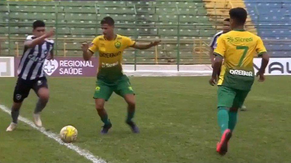 Tremenda violencia se vivió en el fútbol brasileño.