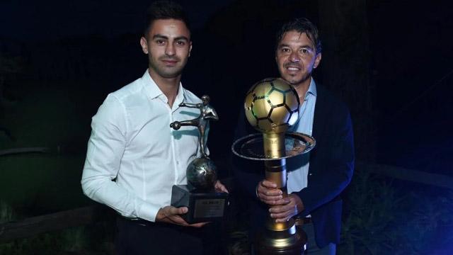 Gallardo y Martínez con sus premios en Uruguay.