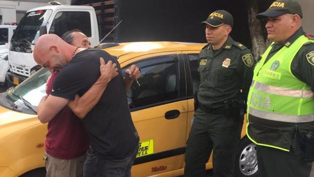 Resultado de imagen para taxista devolvio 2600 dolares
