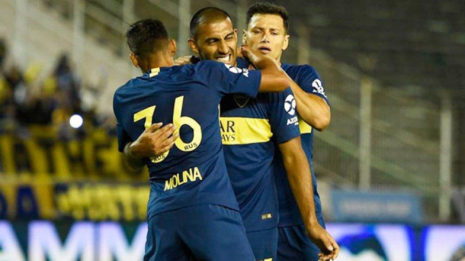 Boca logró su primer triunfo con Alfaro en el banco.