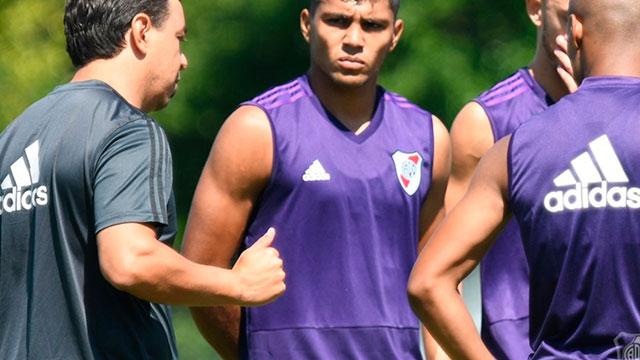 River va por la primera victoria del año en la Superliga ante Unión.
