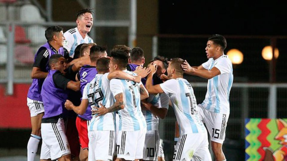 Argentina superó a Uruguay y quedó cerca de la clasificación.