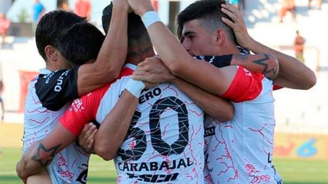 El Rojinegro pone primera con River. (Foto: Prensa Patronato)