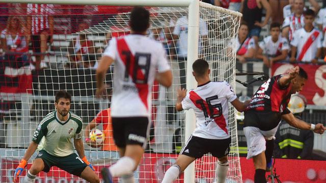 El Patrón lleva 4 triunfos y 1 derrota en el historial ante River en Primera.