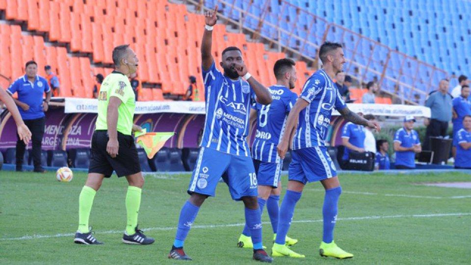 El Tomba derrotó a San Martín de Tucumán por 3-2.