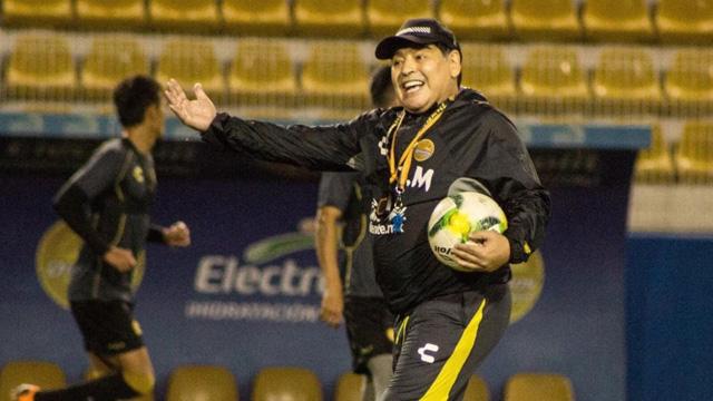Los primeros detalles de la negociación para la llegada de Maradona a Gimnasia.