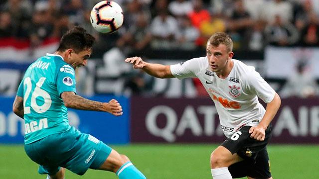 Racing no pudo con Corinthians, que lo empató sobre la hora.