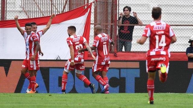 Unión se aprovechó de Huracán y quedó en zona de Copa Sudamericana