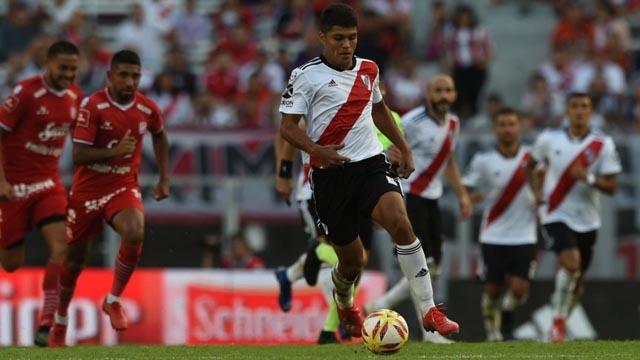 El defensor paraguayo terminó el partido ante San Martín (T) con una lesión.