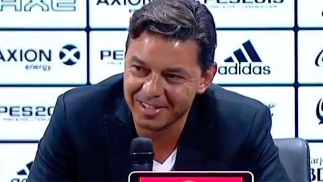 Marcelo Gallardo se tentó en plena conferencia.
