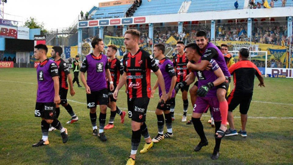 Patronato avanzó en la Copa Argentina y ahora se enfrentará con Independiente.