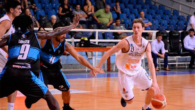 Echagüe perdió como local en el final ante Salta Basket.